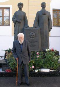 Борис Андреевич Данилов возле мемориала Е.И.Рерих и Н.К.Рериха. Москва, 10 октября 2009 г. Фото И.П. Троянова